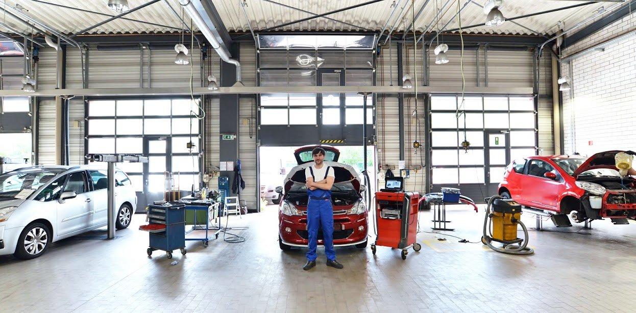 Car Body Frame Repair Banner