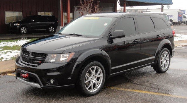 Iowa City Car Dealerships Have the Luxurious 2015 Dodge Journey RT